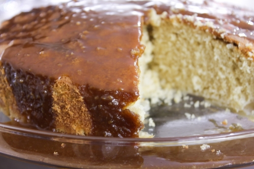 Apple cake with toffee sauce