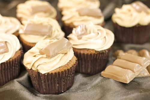 Galaxy caramel cupcakes